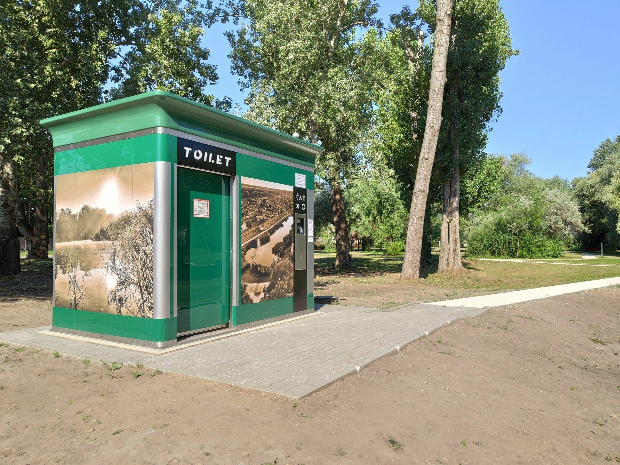Nyilvános WC Monoron
