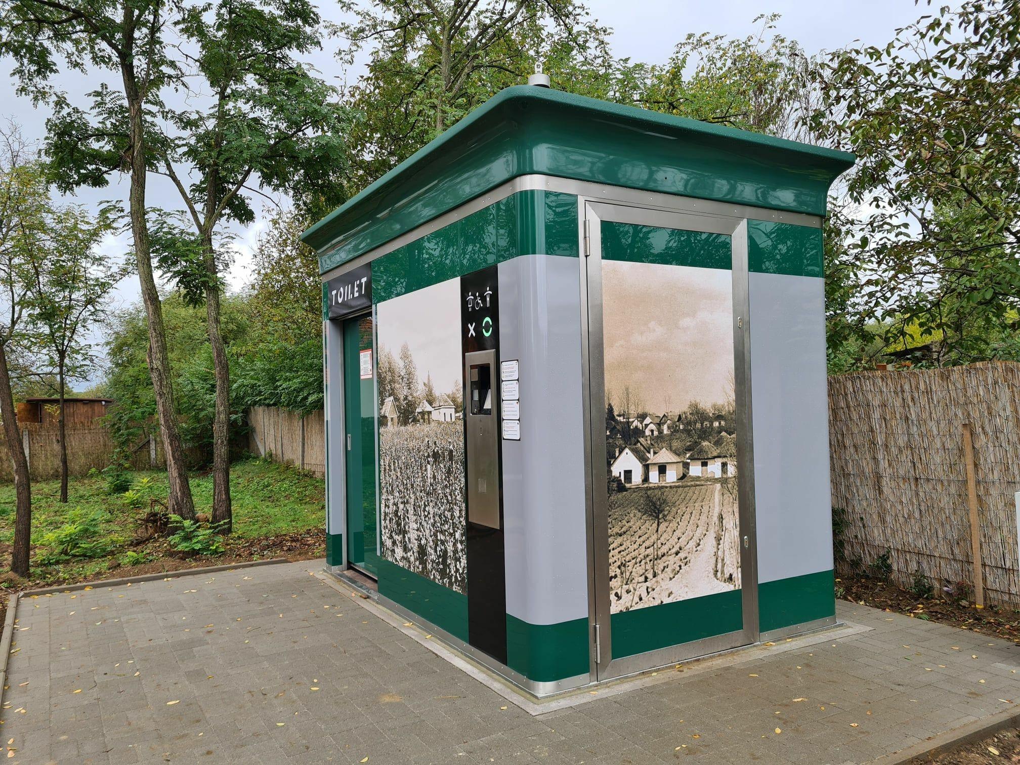Nyilvános WC a Strázsán